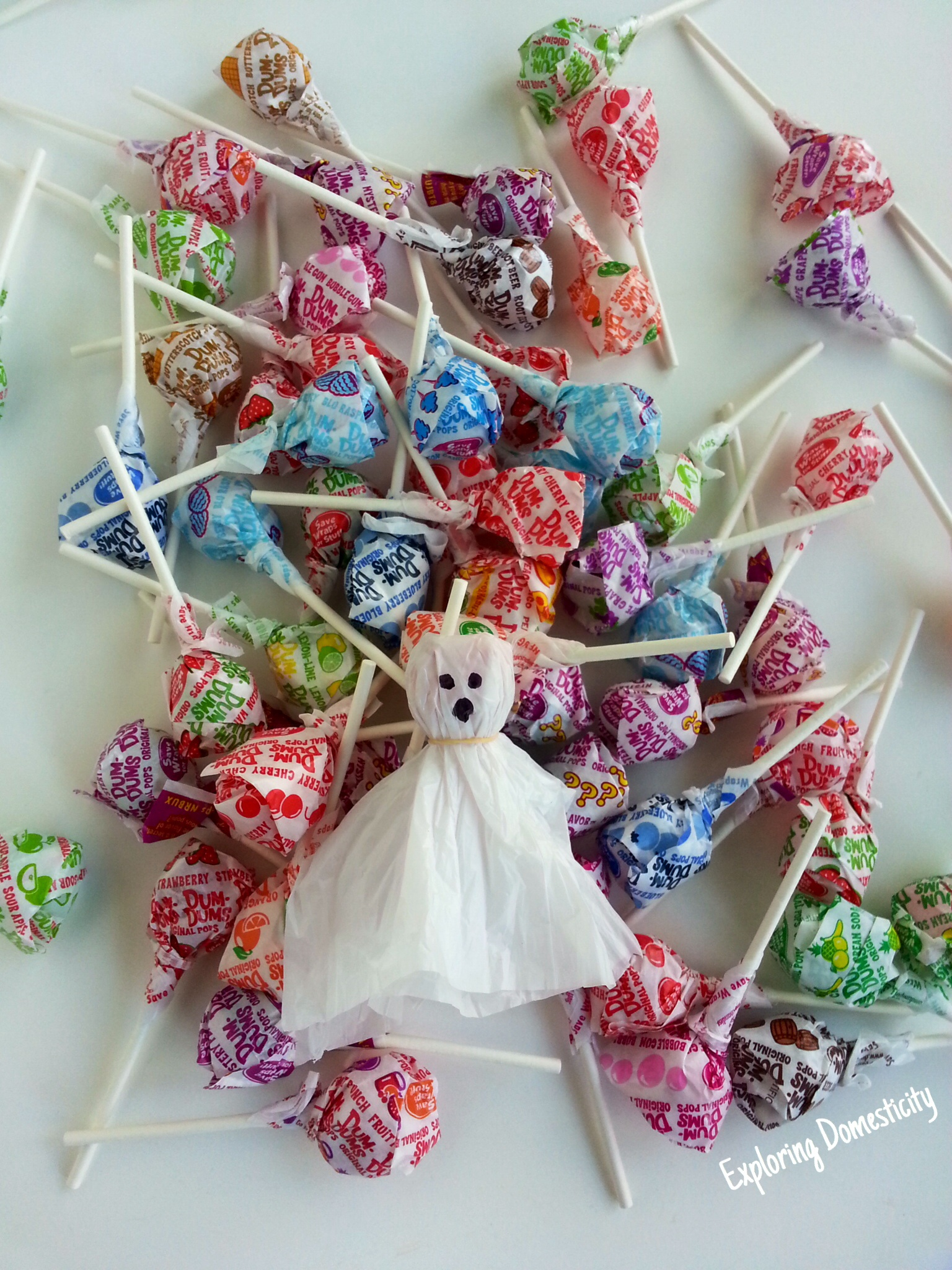 Ghost pops cute halloween craft with plastic grocery bags for Craft plastic sheets walmart