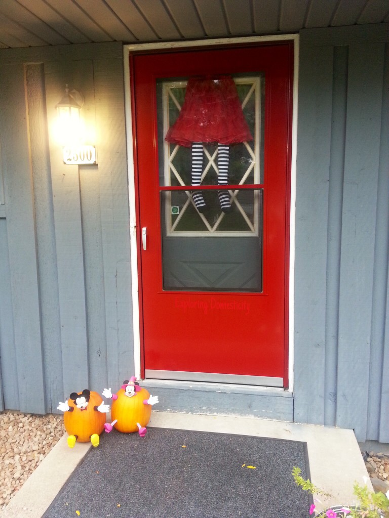 Witch in My Window: cheap, quick, and easy Halloween decoration for your door or window