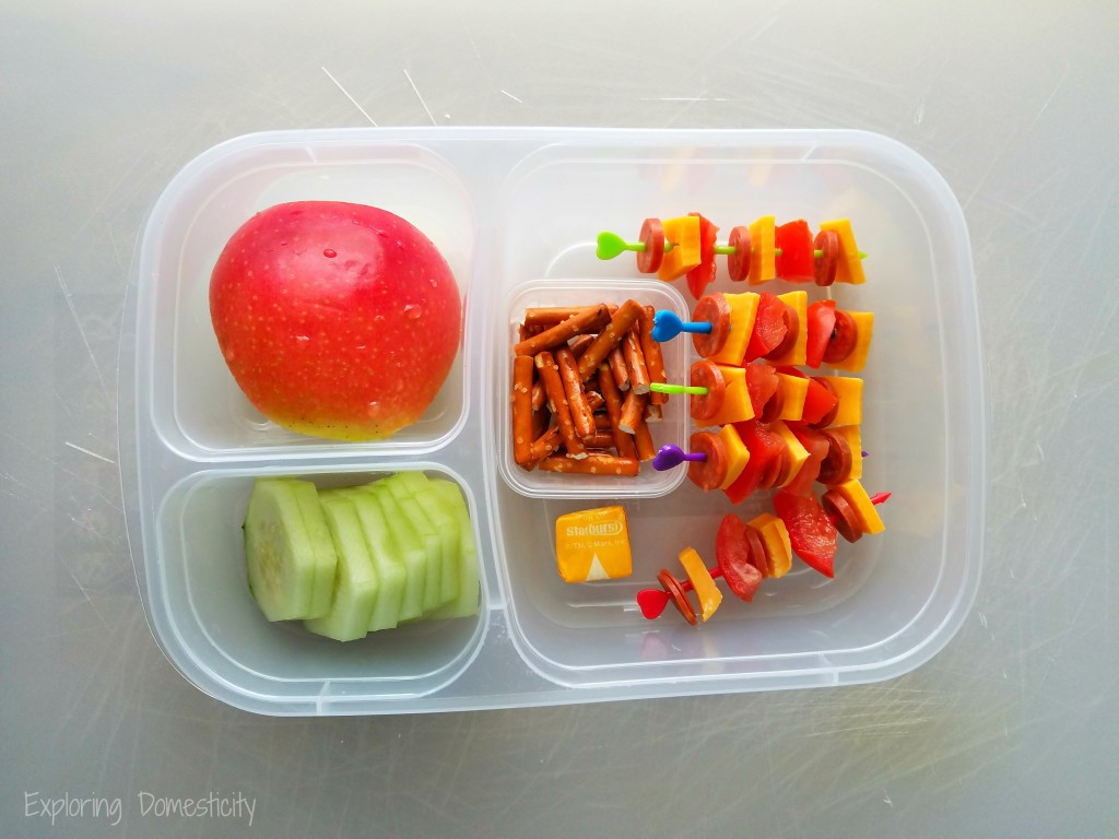 School Lunch Ideas: healthy food and the best containers - pizza kabobs