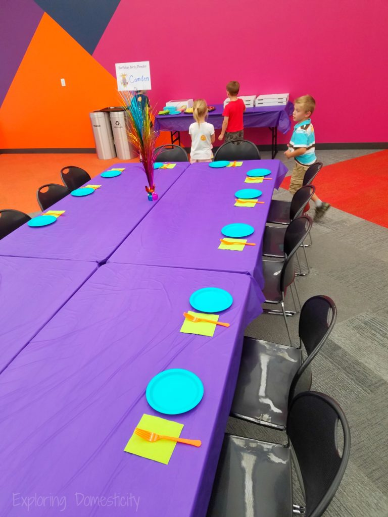 Minnesota Children's Museum Birthday Party - party room and table setting