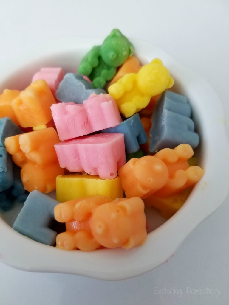 Rainbow Yogurt Bites - healthy frozen yogurt treat for kids - perfect for lunches!