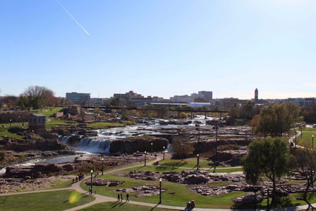 Plan a family getaway to sioux falls the heart of america exploring domesticity for Terrace park swimming pool sioux falls